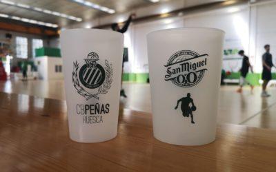NOTICIA | CB Peñas y Mahou-San Miguel estrenan vasos reutilizables en el bar del Palacio de los Deportes
