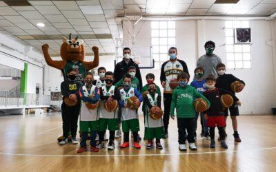 NOTICIA   Varios jugadores del primer equipo visitan el campus de Navidad de CB Peñas